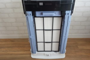 ダイキン加湿ストリーマ空気洗浄機MCK70Tの前面パネルを取った状態