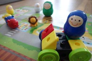 こどもちゃれんじぷちブロックで作った車に乗ったいろっち