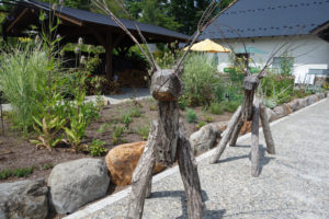 萌木の村の木製のトナカイ