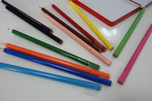 色鉛筆防止テープをつけた色鉛筆たち