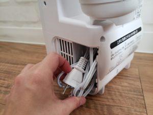 電源コードは、きっちり折り曲げないと収納できない