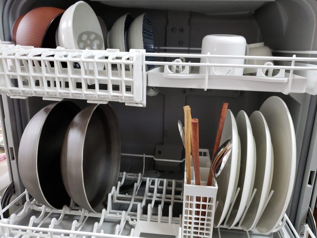 パナソニック食器洗機にお皿が入っている様子