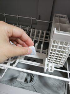 パナソニック食器洗機にタプレット洗剤を投入