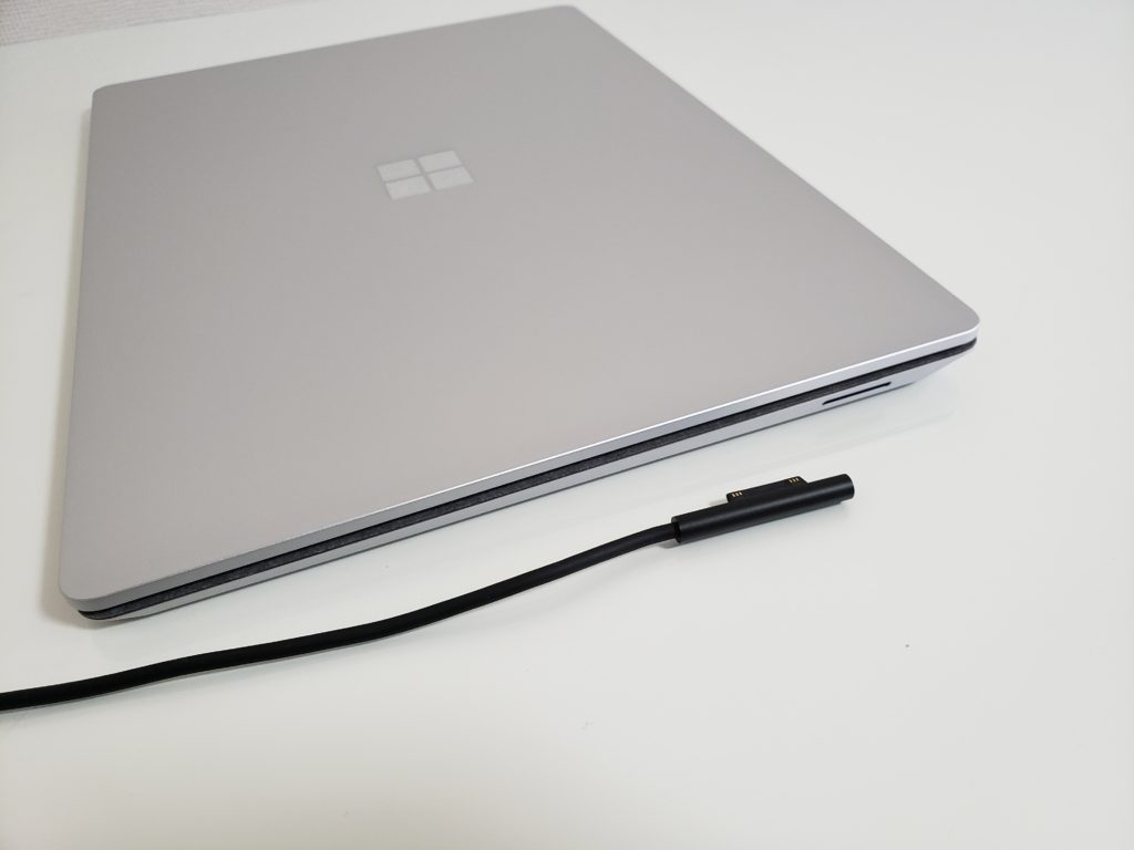 Surface Laptop 3 のSurface connectポート