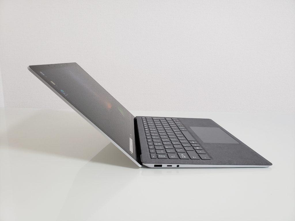 Surface Laptop 3 を開いた様子